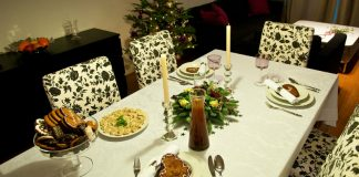 Lenox uses Oracle E-Commerce to boost Christmas Sales -By Michal Osmenda from Brussels, Belgium (Christmas dinner is almost ready) [CC BY-SA 2.0 (http://creativecommons.org/licenses/by-sa/2.0)], via Wikimedia Commons