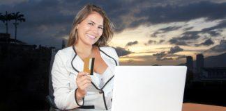 Business women engages in eCommerce Source : Pixabay/DigitalMarketingAgency under CCO