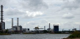 Chemical Plant (https://pixabay.com/en/rhine-ludwigshafen-industry-basf-651243/)