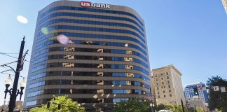 The US Bank Building, formerly Wells Fargo Plaza, in Salt Lake City, Utah, USA. By Ricardo630 (Own work) [CC BY-SA 3.0 (http://creativecommons.org/licenses/by-sa/3.0)], via Wikimedia Commons
