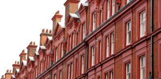 London (https://pixabay.com/en/london-facade-chimney-1029191/)