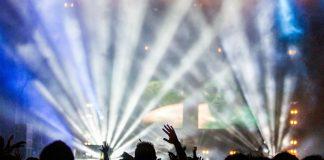 Concert (https://pixabay.com/en/concert-performance-audience-336695/)