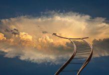 head cloud rail IMage credit pixabay/geralt