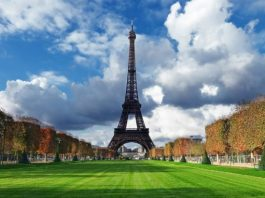 Eiffel Tower, Paris France, Image credit pixabay/mguzmas