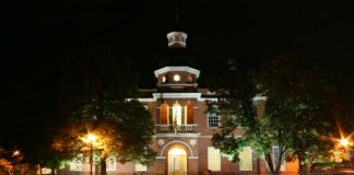 The Anne Arundel County Courthouse in Annapolis. Something Original at English Wikipedia [CC BY-SA 3.0 (https://creativecommons.org/licenses/by-sa/3.0)], via Wikimedia Commons