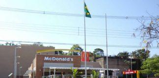 McDonald's na Avenida Rondon Pacheco, no centro de Uberlândia. By will7 [CC BY-SA 3.0 (https://creativecommons.org/licenses/by-sa/3.0)], via Wikimedia Commons