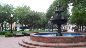 Marietta, Georgia. Taken from Glover Park in the town square, September 2006. (Image credit HowardSF [Public domain], from Wikimedia Commons)
