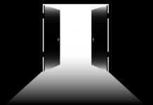 Open Doors Exit (c) 2016 Pixabay/McmurryJulie