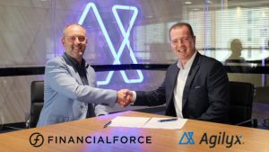 FinancialForce ANZ Managing Director Simon Peterson and Agilyx Group Chief Executive Officer John Catarinich shaking hands after officially signing the partnership agreement. (Image credit Agilyx)