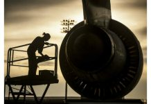 Mechanic on aircraft Image credit Pixabay/12019