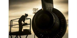 Mechanic on aircraft Image credit Pixabay/12019