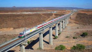 Addis Ababa–Djibouti Railway in Holhol bridge. (https://commons.wikimedia.org/wiki/File:Addis_Ababa%E2%80%93Djibouti_Railway_in_Holhol.jpg By Skilla1st [CC BY-SA 4.0 (https://creativecommons.org/licenses/by-sa/4.0)], from Wikimedia Commons)