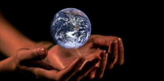 Hands climate Image credit Pixabay/cocoparisienne