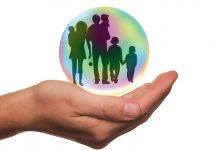 Insurance hand, Image credit Pixabay/Tumisu