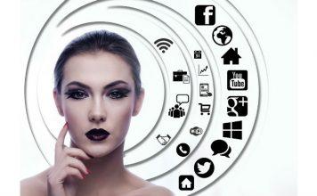 Woman moblile Image credit pixabay/geralt