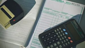 Calculator Invoice Image by Oliver Menyhart from Pixabay